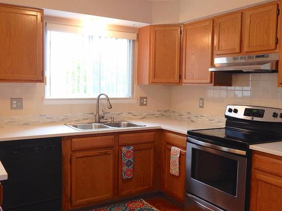 gourmet kitchen in 5731 amber way