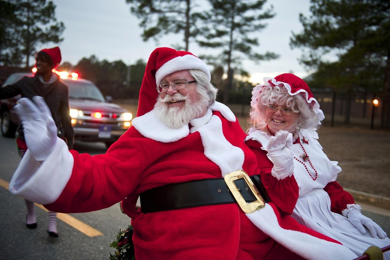 visiting santa claus at the 2018 saline christmas parade
